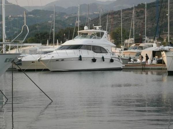 Sea Ray 540 Cockpit Motor Yacht Main