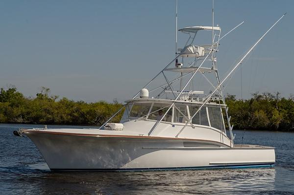 Jarrett Bay Boatworks 43 Express