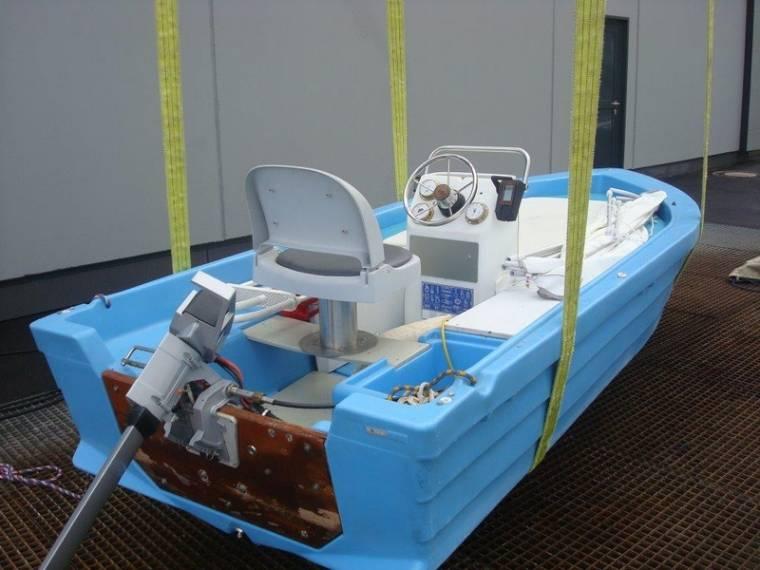 unbekannt Unbekannt unbekannt Motorboot