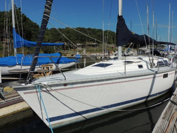 Hunter 375 Port Bow