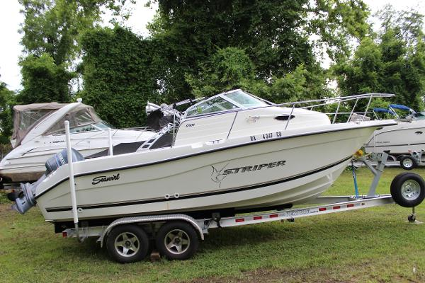 Seaswirl Striper 210 Walk Around
