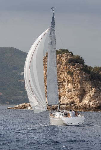 Bavaria 33 Cruiser Sailing