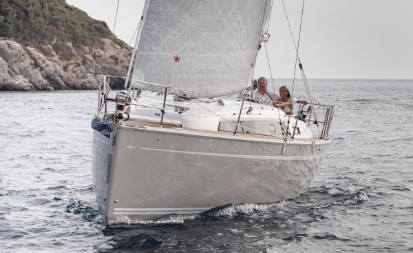 Bavaria 33 Cruiser Bow