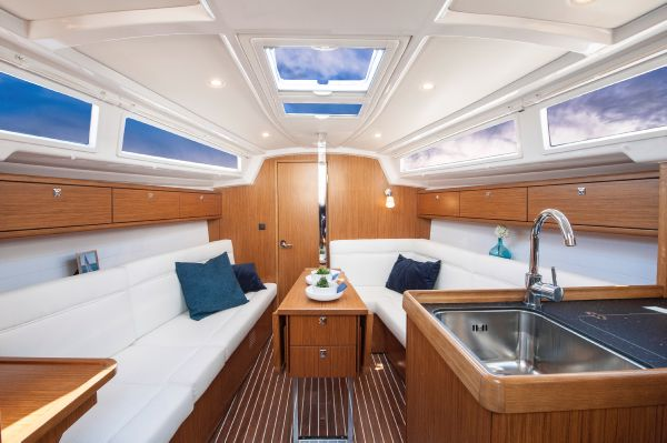 Bavaria 33 Cruiser Saloon