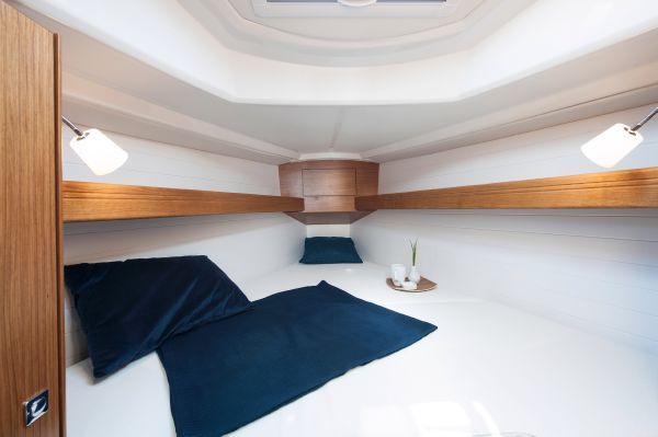 Bavaria 33 Cruiser Cabin