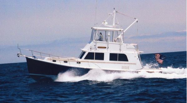 Duffy 42 Flybridge Duffy 42 at 17 kt.