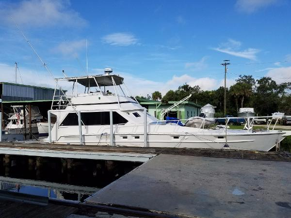 Striker Sportsfisherman Striker 62 Starboard View