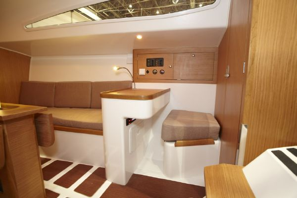 Pacer Yachts 310 Sprint Navigation Table