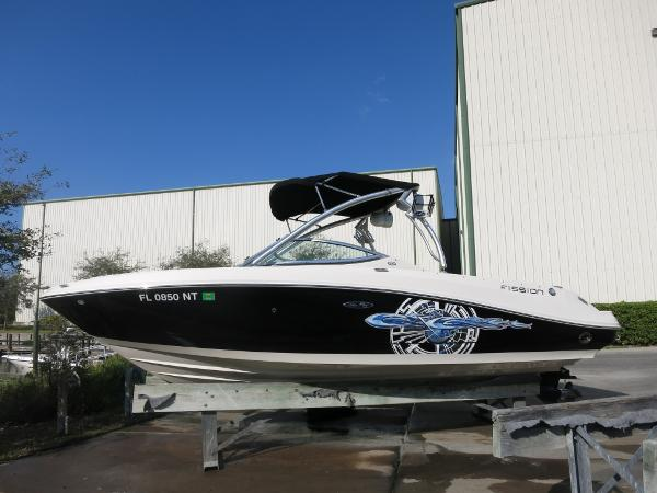 Sea Ray 230 Select Fission