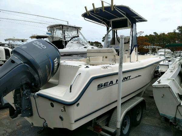 Sea Hunt 232 Ultra