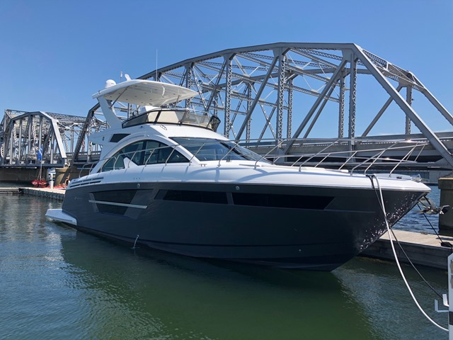 Cruisers Yachts 54FLY