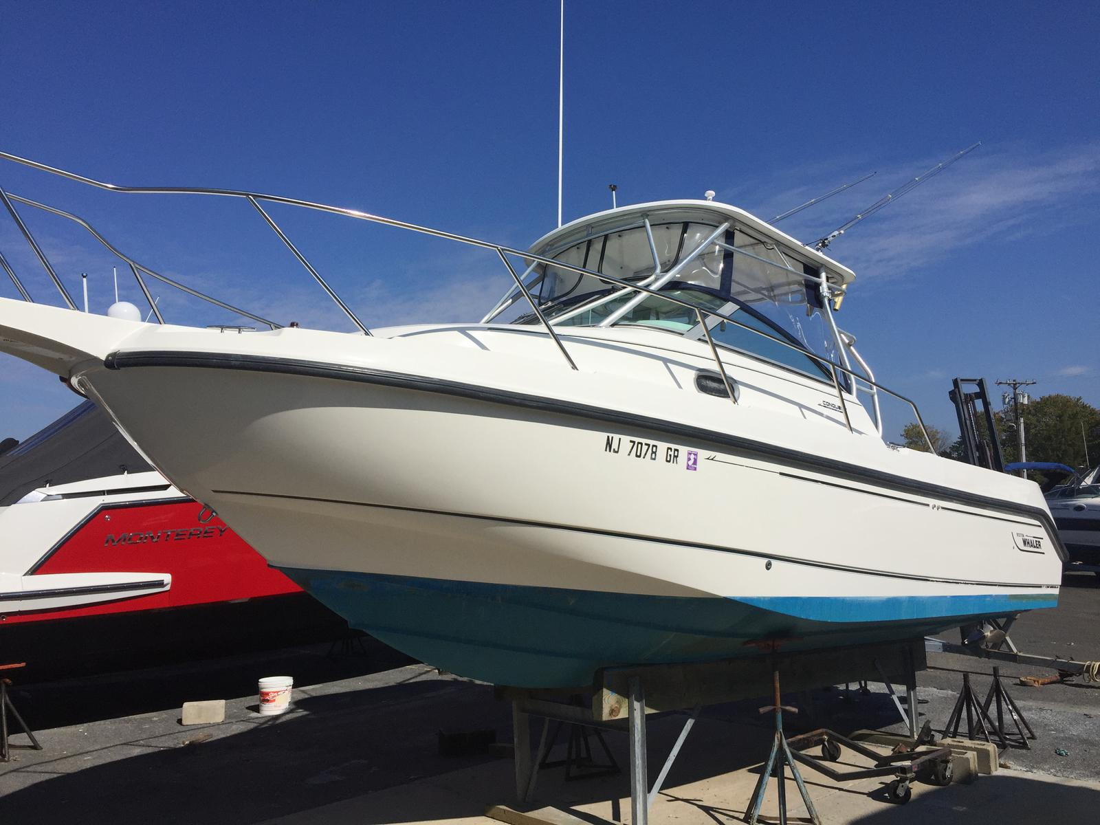 Boston Whaler 26 Conquest Walk Around
