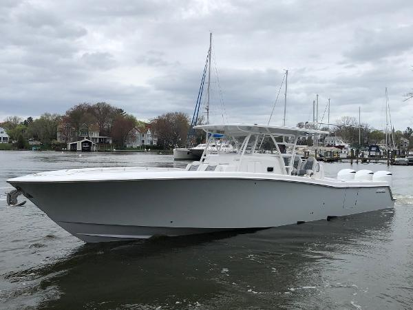 Invincible 42 Center Cabin - IN STOCK