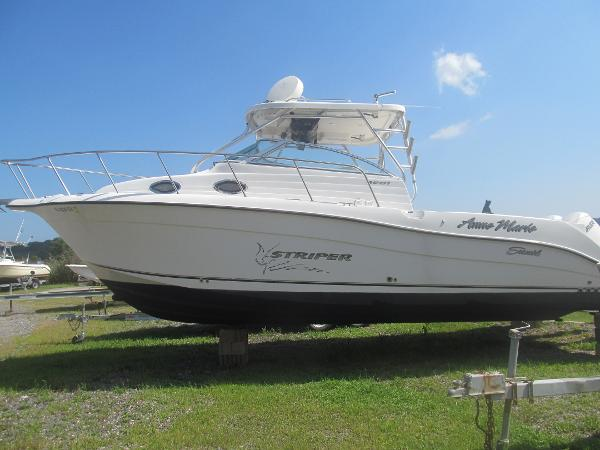 Striper 2901 Walkaround O/B (Dual Engine)