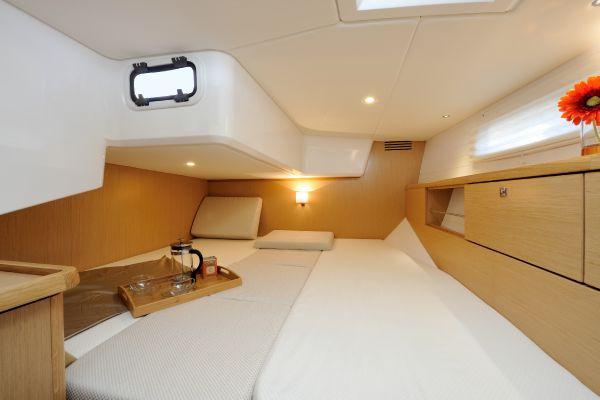 Bavaria Vision 42 Cabin