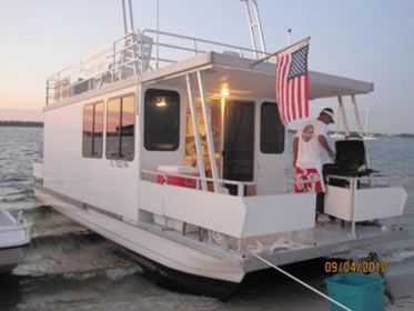 Catamaran Cruisers Vagabond 35x10  bow view