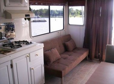 Catamaran Cruisers Vagabond 35x10  interior view