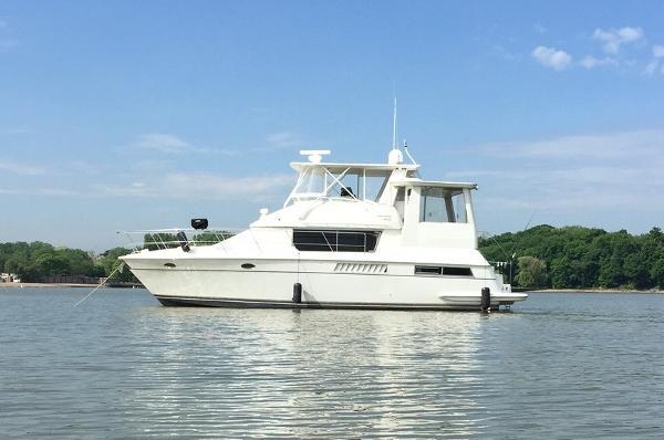 Carver 455 Motor Yacht Aft Cabin