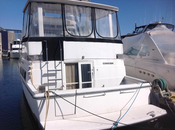 Carver 390CPMY Stern view