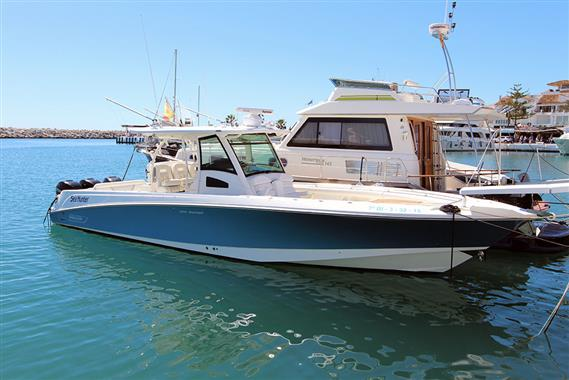 Boston Whaler Outrage 370