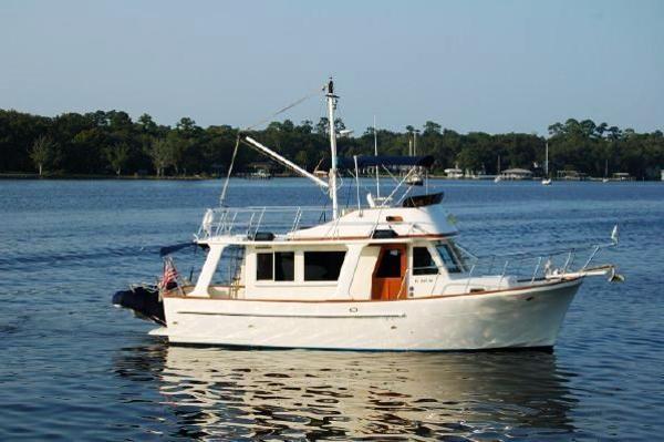 Mariner Orient 34 Sedan Europa Trawler Cruising