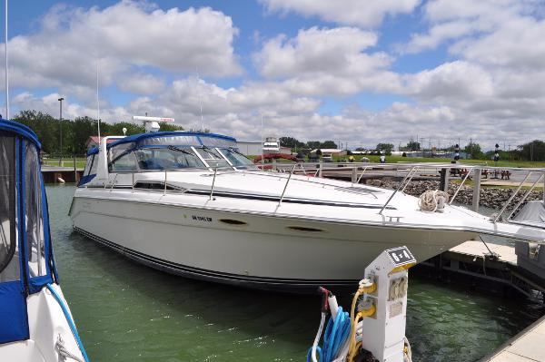 Sea Ray 350 Sundancer Starboard Side