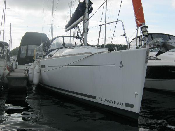 Beneteau Oceanis 31 - Bow view