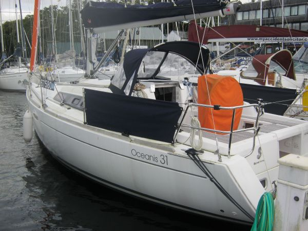 Beneteau Oceanis 31 - Wheel cover and dodgers