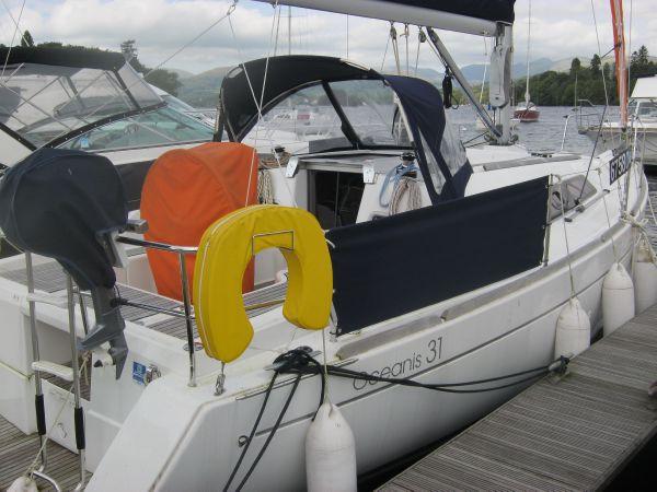 Beneteau Oceanis 31 - Starboard side aft quarter