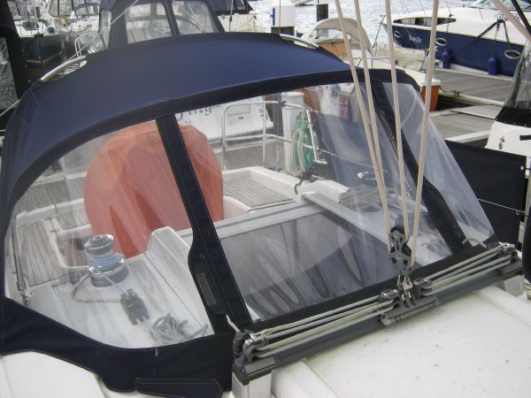 Beneteau Oceanis 31 - Large spray hood