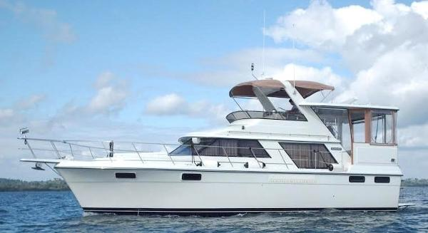 Carver 4207 1988 Carver 4207 Aft Cabin Motor Yacht underway