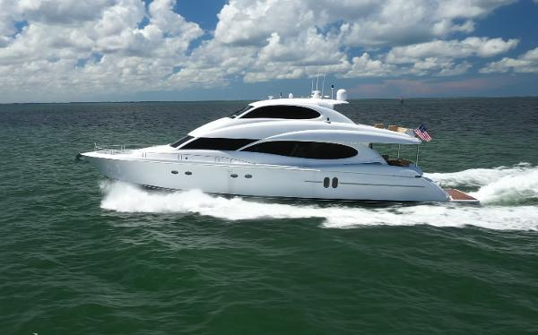 Lazzara Yachts 80 Skylounge