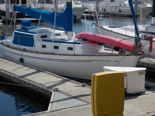 CAL 36 Cruising Starboard exterior