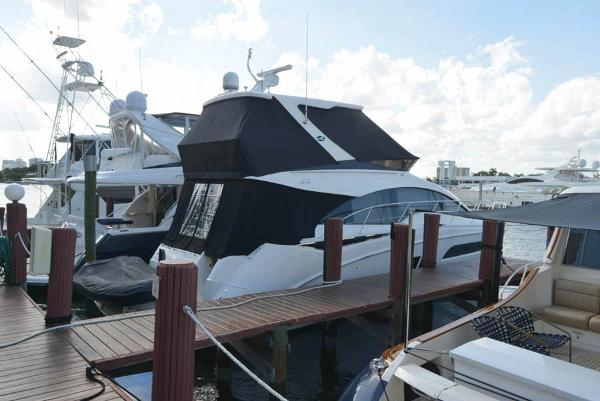 Sea Ray 510 Fly Bridge At the dock