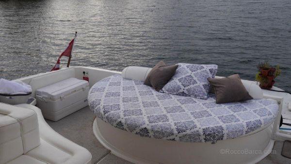 Cockpit lounge bed