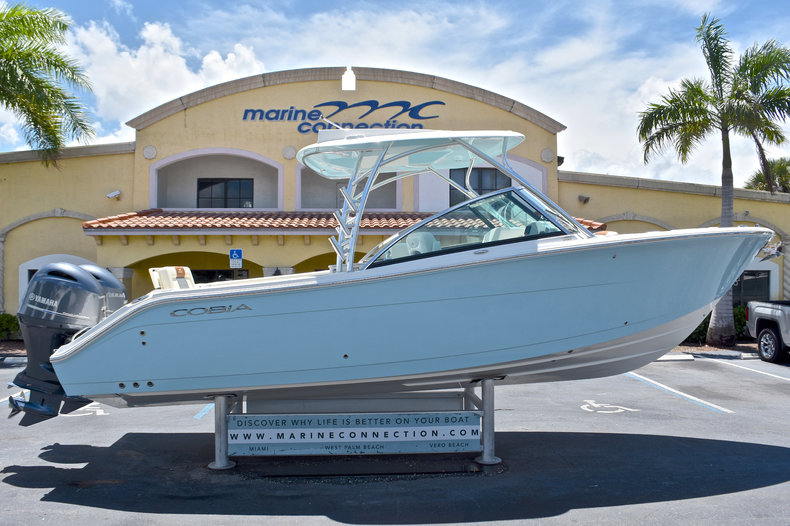 Cobia Boats 280 DC Dual Console