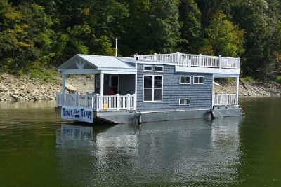 Harbor Cottage Tiny Houseboat