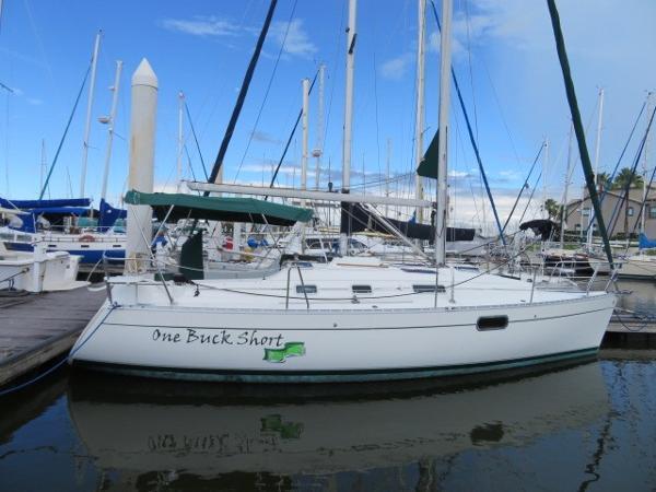 Beneteau Oceanis 321 Beneteau 321 Clean and Well Maintatined