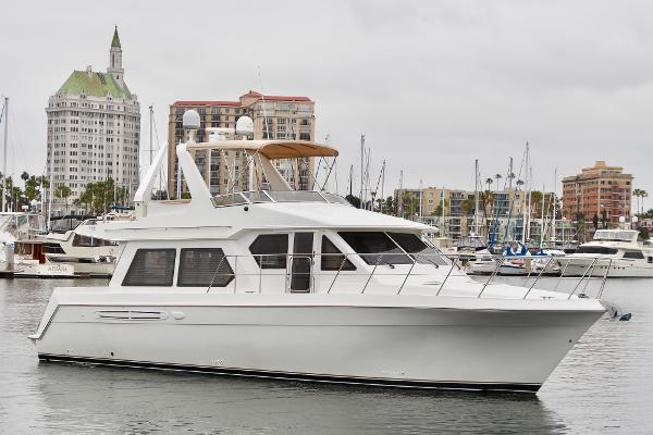 Navigator 4800 Starboard Bow