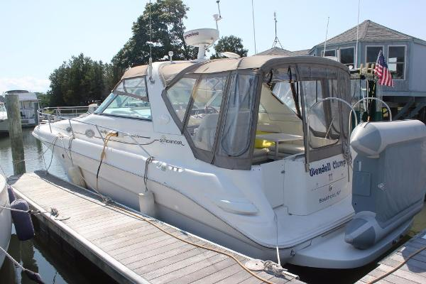 Sea Ray 330 Sundancer Port view