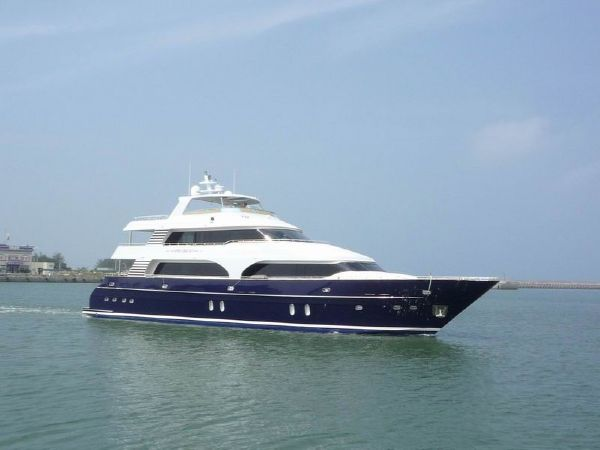 President Triple Deck Blue Hull 107