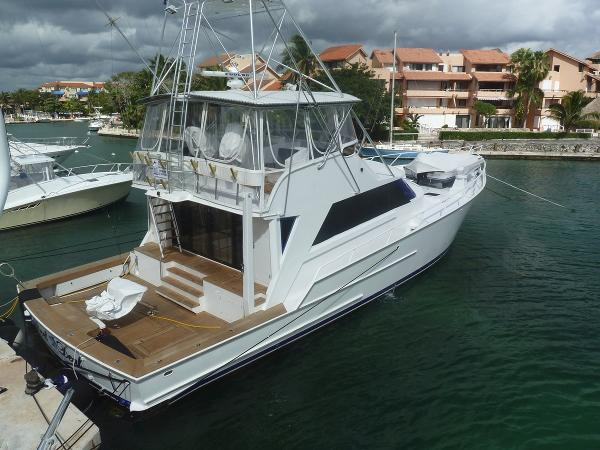 Striker Sportfish Profile at dock