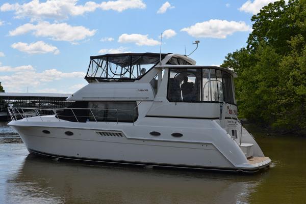 Carver 406 Aft Cabin Motor Yacht Port Profile