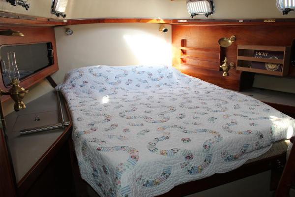 Aft master cabin berth