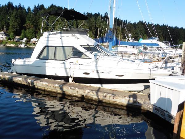 Bayliner 3058 At The Dock