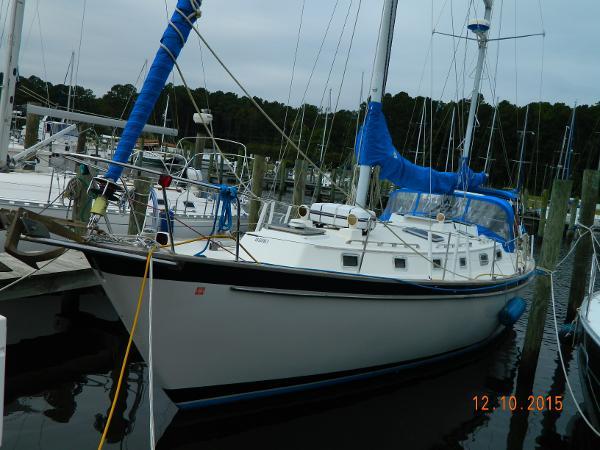 Pearson 424 Port View