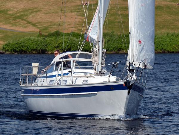 Hallberg-Rassy 36 Sailing