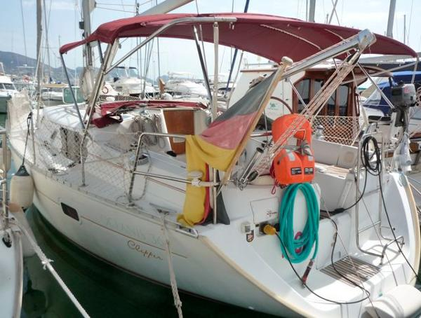Beneteau Oceanis Clipper 361 berthed