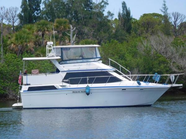 Chris-Craft 372 Catalina Double Cabin Profile