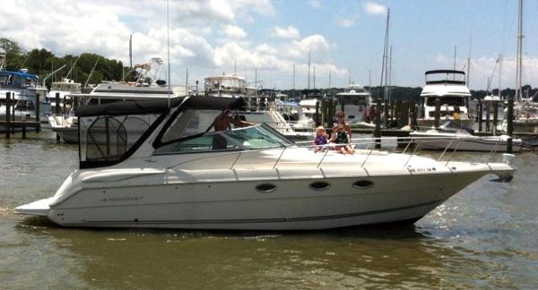 Monterey 322 Cruiser On Water